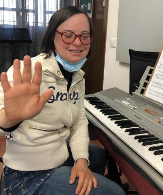 Eleonora esegue tre brani in chiave di basso e di violino